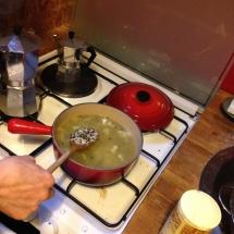 porter à ébullition 3 minutes puis sortez du feu pour le glisser dans la marmite
